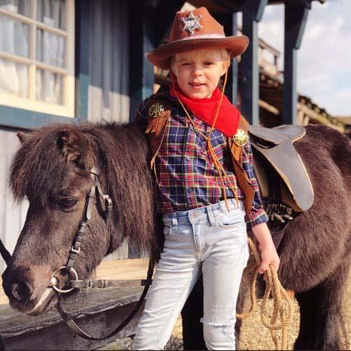 Hitsingle Cowboy (vet geweldig) van Luan Bellinga
